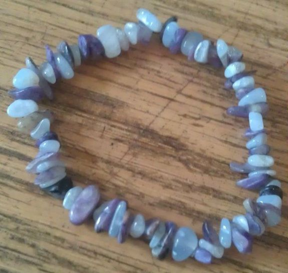 BEAUTIFUL CHAROITE AND BLUE LACE AGATE HEALING CRYSTAL CHIP BEAD BRACELET