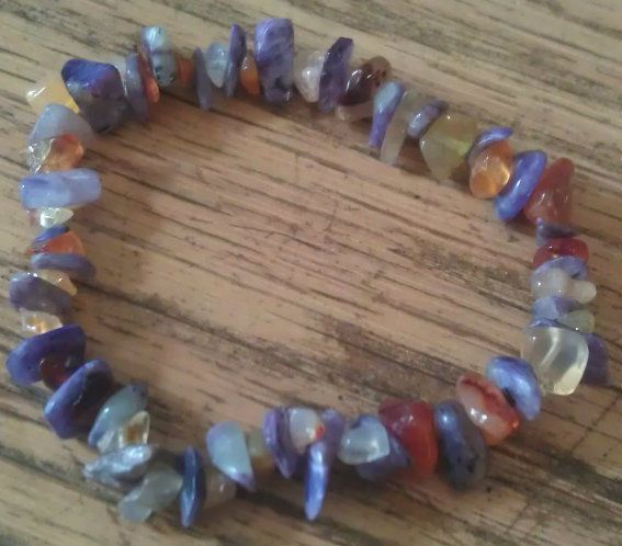CARNELIAN AND CHAROITE HEALING CRYSTAL CHIP BEAD BRACELET  REIKI MEDITATION